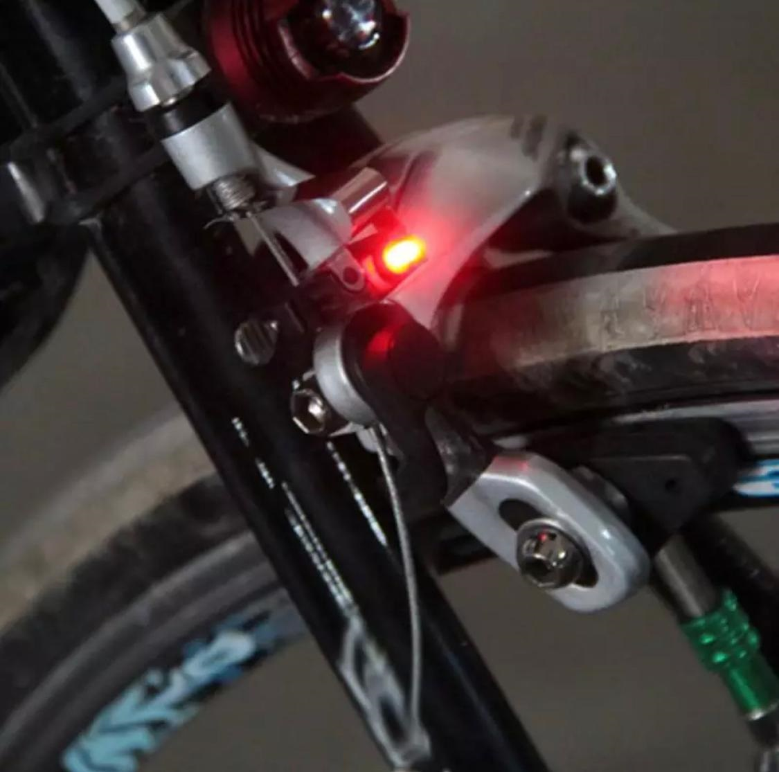 ATS-565_1Pc_Bicycle_Rainproof_Brake_LED_Red_Lamp_Light_With_CR1025_Battery_a.jpg