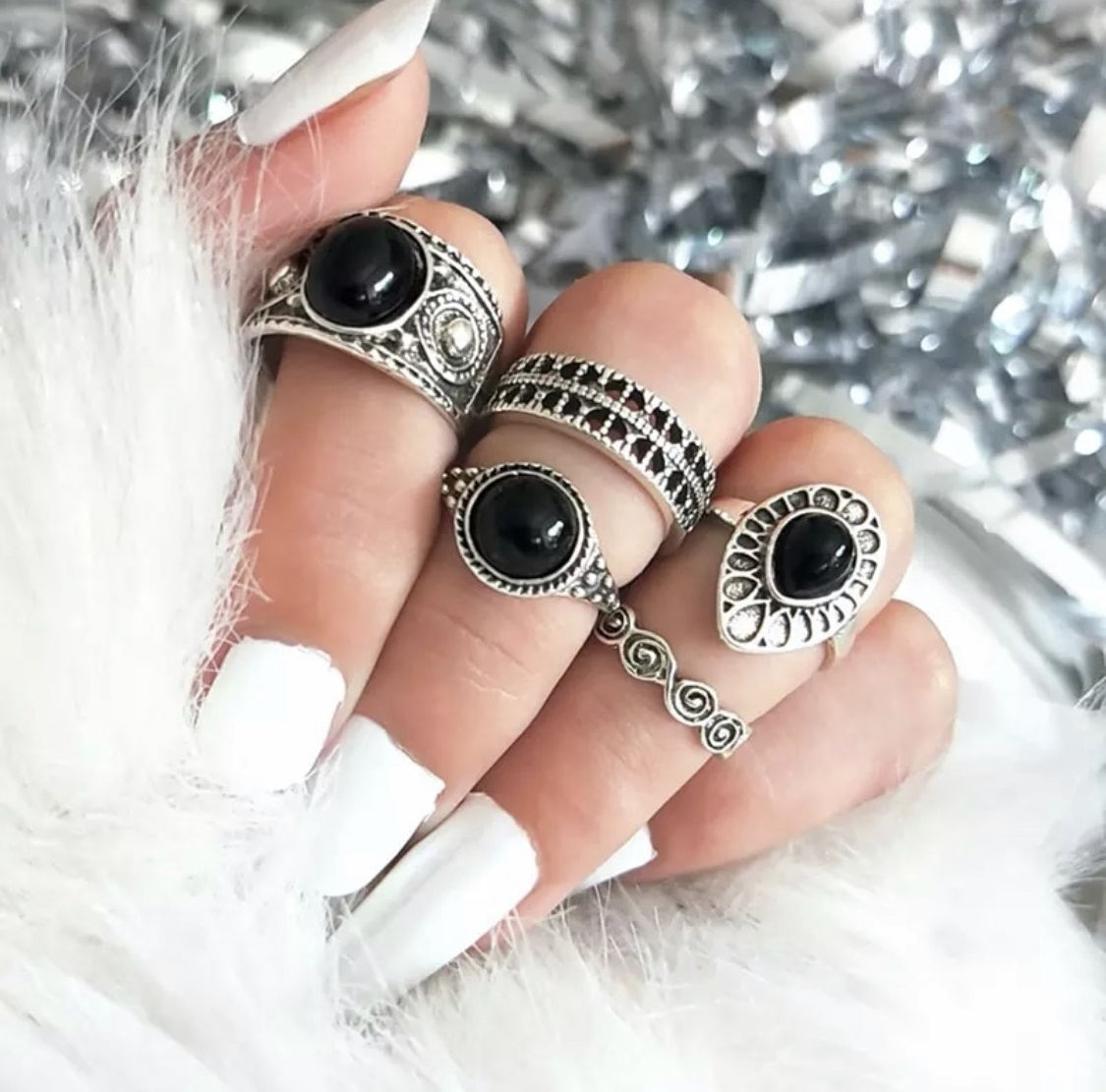 Retro Black Gem Ring Water Droplets Clouds Circle Rings